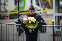Ֆրանսիայի վարչապետը «պատերազմ» է հայտարարել ծայրահեղ իսլամին` երթի համար շրջափակելով Փարիզը