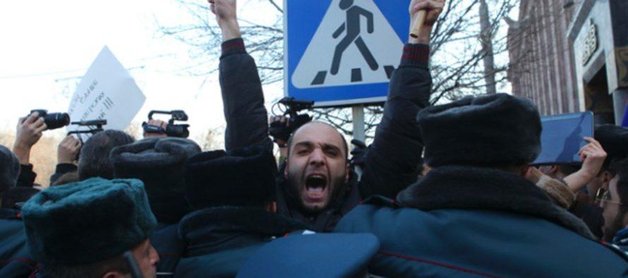 Զանգվածային բողոքի ակցիաներ Հայաստանում, ընդդեմ սպանությունների նկատմամբ Մոսկվայի չեզոք վերաբերմունքի