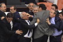 Թուրքիայի խորհրդարանը ընդլայնում է ոստիկանության իշխանությունն ու ցուցարարների դեմ բռնությունները