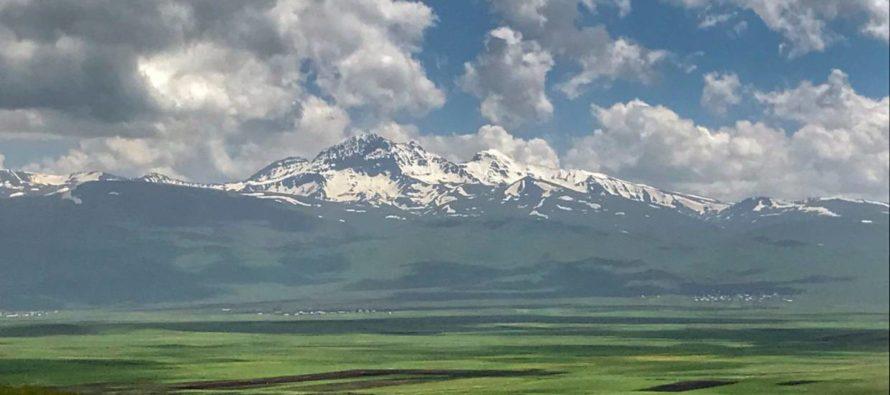 Հայաստան. Արշավորդը գագաթ առ գագաթ ուսումնասիրում է իր հոր հայրենիքը