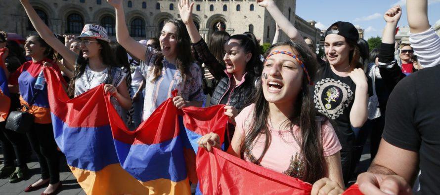 Հայկական հեղափոխություն. Լույսի առկայծում մթագնող Եվրոպայում