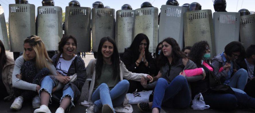 Ինչպե՞ս փոխել համակարգը, դրսի՞ց, թե՞ ներսից. Դիլեմա «նոր Հայաստանի» ֆեմինիստների համար