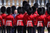 Դոնալդ Թրամփին Մեծ Բրիտանիայում դիմավորել են ցույցերով ու հյուրընկալությամբ