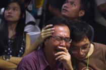 AirAsia-ի ուղևորների հարազատները շոկի մեջ են. ինդոնեզիական հեռուստաընկերությունը ցույց է տվել լողացող դի