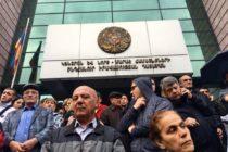 Ռոբերտ Քոչարյանի ազատ արձակումից հետո վարչապետը սկսում է հակամարտությունը դատավորների և Ղարաբաղի ղեկավարության հետ