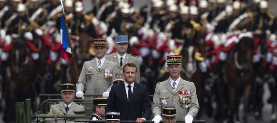 Մակրոնը ողջունում է Փարիզյան շքերթի ընթացքում եվրոպական պաշտպանությունը